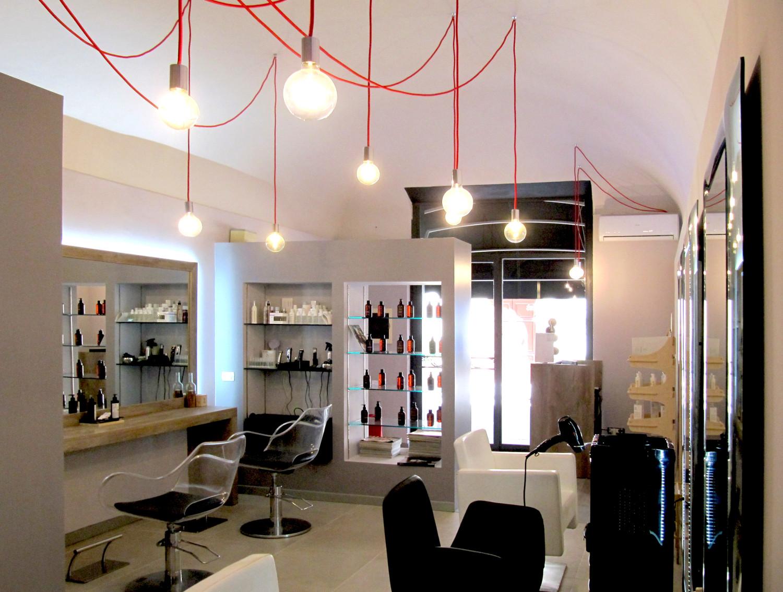 Illuminazione negozio parrucchiere: negozio a marina di carrara